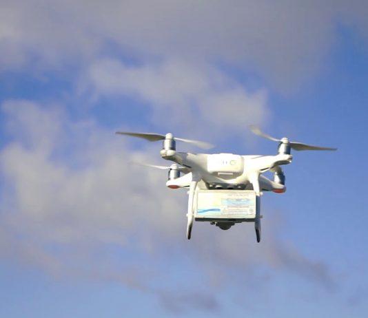 """Balıkesir Büyükşehir Belediyesi iştiraki BASKİ, yaklaşık bir yıldır pilot mahallede uyguladığı """"Akıllı Sayaç Okuma Sistemi""""ni, şehrin dört bir yanına yaymak için çalışmalarını sürdürüyor. BASKİ tarafından geliştirilen yazılım sistemiyle drone aracılığıyla okunan sayaçların, okuma süreleri en aza indirilerek SMS ve mail yoluyla bilgilendirme yapılabiliyor."""