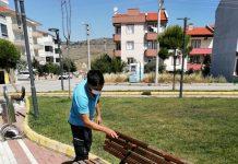 Karesi Belediyesi, ilçe genelindeki yeşil alanların bakım ve temizliği çocuk parklarının onarım ve yenileme çalışmalarını sürdürüyor.