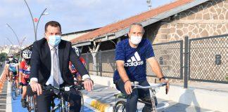 Avrupa Hareketlilik Haftası' kapsamında 10 büyükşehir belediyesinin katıldığı bisiklet sürüş etkinliğinin startını Balıkesir Büyükşehir Belediye Başkanı Yücel Yılmaz, takım elbise ile pedal basarak verdi. Başkan Yılmaz 'Kentler harekete geçiyor, bisiklete binelim' diyerek Konya Büyükşehir Belediye Başkanı Uğur İbrahim Altay'a meydan okudu.