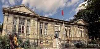 Balıkesir Büyükşehir Belediyesi, Marmara İlçesi'nde bulunan ve 1905 yılında Marmaralı Pantelis ailesinden Kaptan Vasilis, Zannis ve Dimitris tarafından toplanan paralarla Rum Kız Okulu olarak inşa edilen, bir dönem Jandarma Karakolu ve bir süre de Hükümet Konağı olarak hizmet veren taş binanın kent müzesine dönüştürülmesini için restorasyon çalışmalarını başlattı. İlçede turizmin canlandırılmasına katkı sağlayacak olan kent müzesinde, bölgede çıkan arkeolojik ve etnografik eserler sergilenecek.