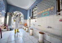 Altıeylül Belediyesi Temizlik İşleri Müdürlüğü'ne bağlı ekipler Ramazan Ayı öncesi ilçe merkezinde bulunan 53 ibadethanede hummalı bir temizlik ve dezenfekte uygulaması başlattı