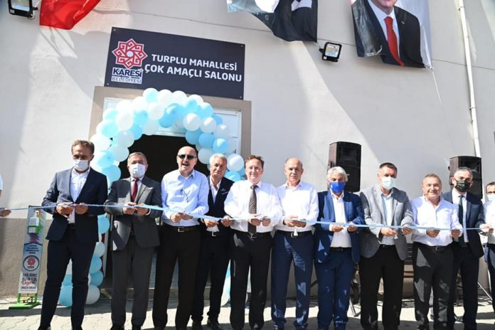 Karesi Kültür ve Sanat Evi ve Güneş Enerjisi Santrali (GES)'ten sonra Karesi Belediyesi, Turplu Çok Amaçlı Salon ve Halı saha açılışını gerçekleştirdi.