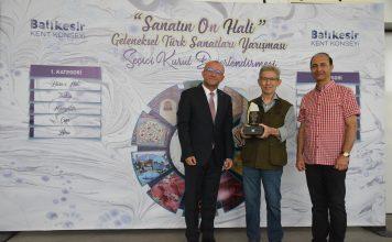 """Balıkesir Büyükşehir Belediyesi ile Balıkesir Kent Konseyi iş birliği içerisinde; geleneksel sanatların gelişimine katkı sağlamak, şehrimizin zengin tarihi ve kültürel mirasını ortaya çıkarmak amacıyla düzenlenen """"Sanatın On Hali-Geleneksel Türk Sanatları Yarışması"""" eser değerlendirmesi yapıldı."""